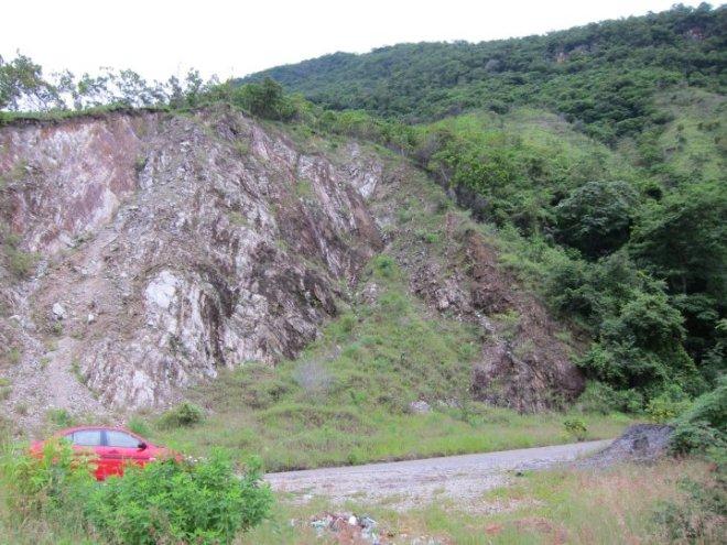 The Dodge Attitude traverses mountains